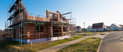 La régularisation d'une infraction au permis de construire avant la date d'achèvement des travaux ne l'empêche pas d'être constituée.